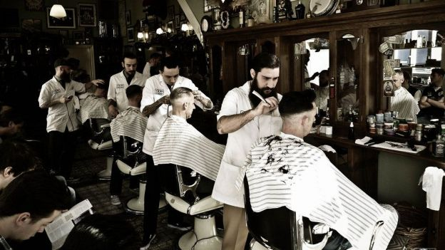 Un barber shop bien rempli